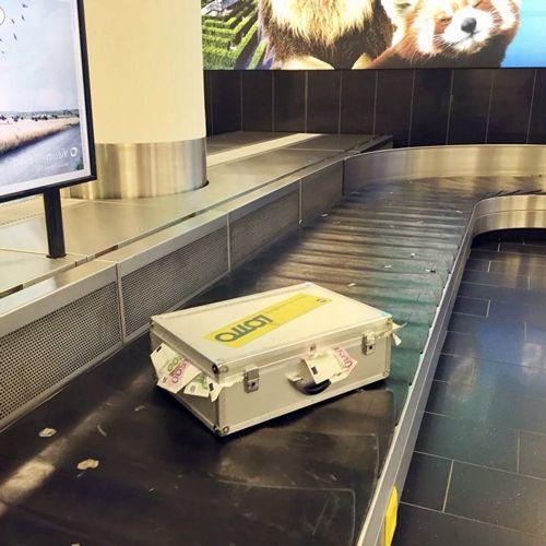 Pünktlich zum 5-fach Jackpot packten die Österreichischen Lotterien im August 2015 am Flughafen Wien-Schwechat wieder in ihrer Guerilla Marketing Idee Kiste.Obwo