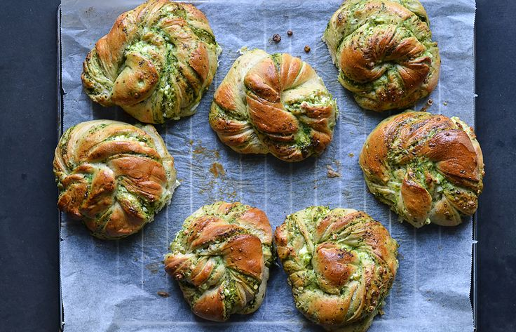 Twisted buns with pesto and feta cheese