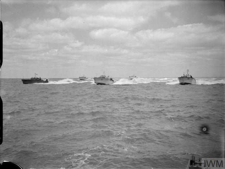 RN-mgbs-manuavering-at-sea.jpg (800×601)