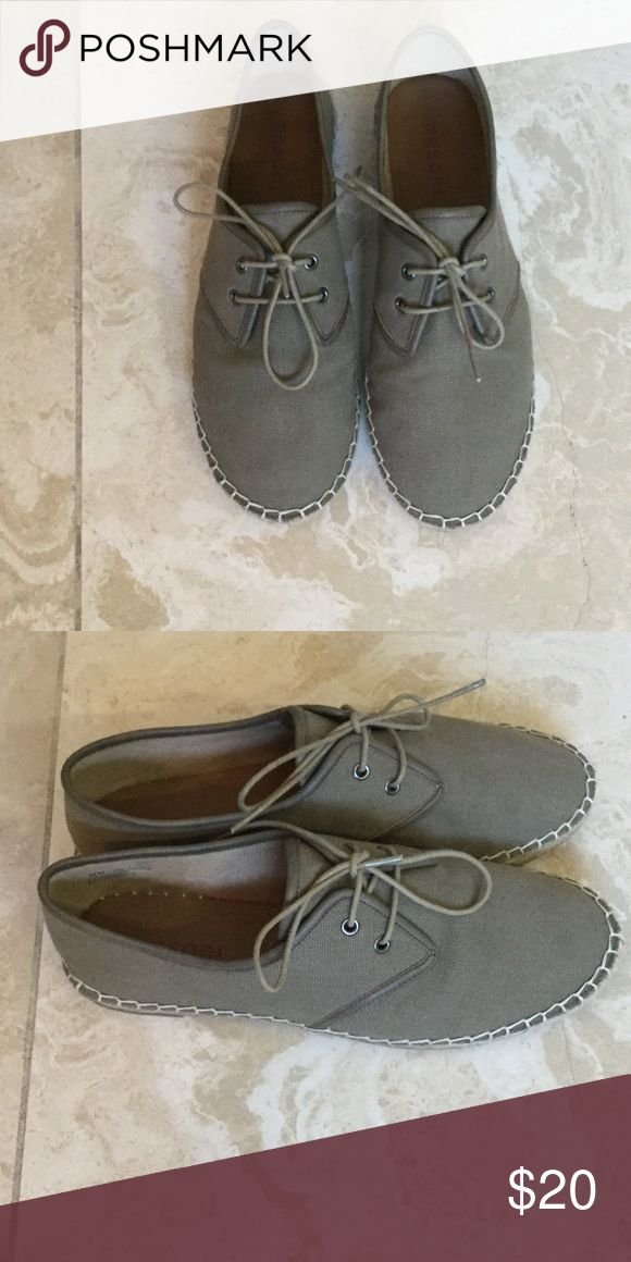 Lady shoe Lady shoe tesori size 8 1/2 story worn once super comfortable olive green tesori Shoes