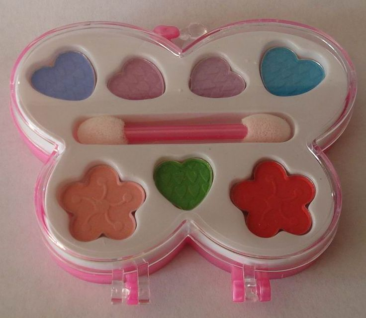 yea every little girl in the 90s had these horrible little make up sets in the little pink cases lol