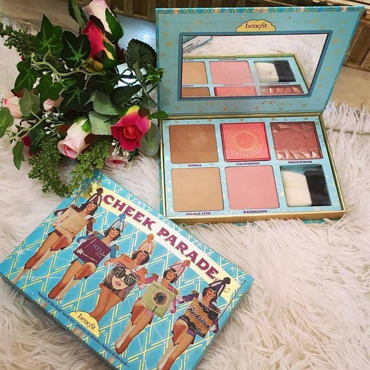 Encantada com o novo lançamento da @benefitcosmetics, a linha de cosméticos teve a ideia de gênio de criar uma única paleta com os blush mais famosos da marca 😍❤️ meu coraçãozinho quase parou, e eu não resistir, tinha que trazer essa novidade maravilhosa pra casa. 😍❤️ Arrasou @benefitcosmetics   #makeuplover #benefit #palette #cheekparade #beauty&thebeat #hoola #california #rockateur #blush #benefitcosmetics #maquiagem #makeup