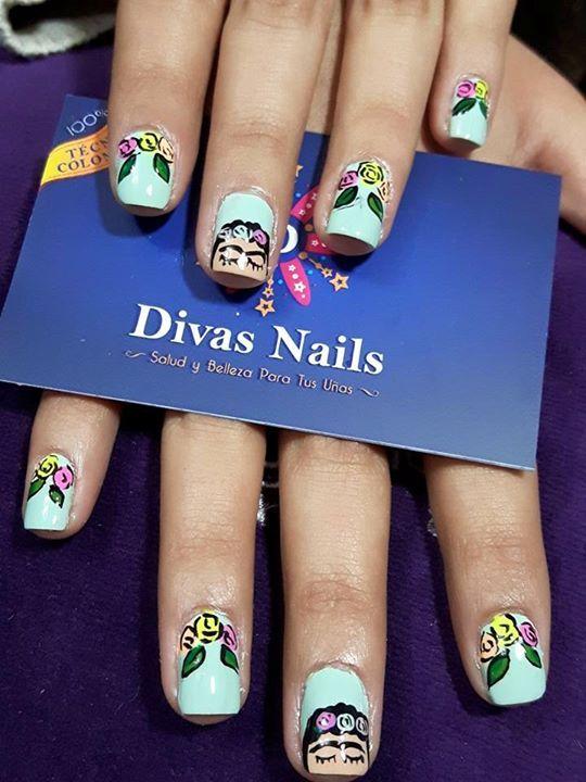 Frida nails artículo #Divasnailsbs✌ #nailart #nailsticker #manicure #nailtreatment #nailgel