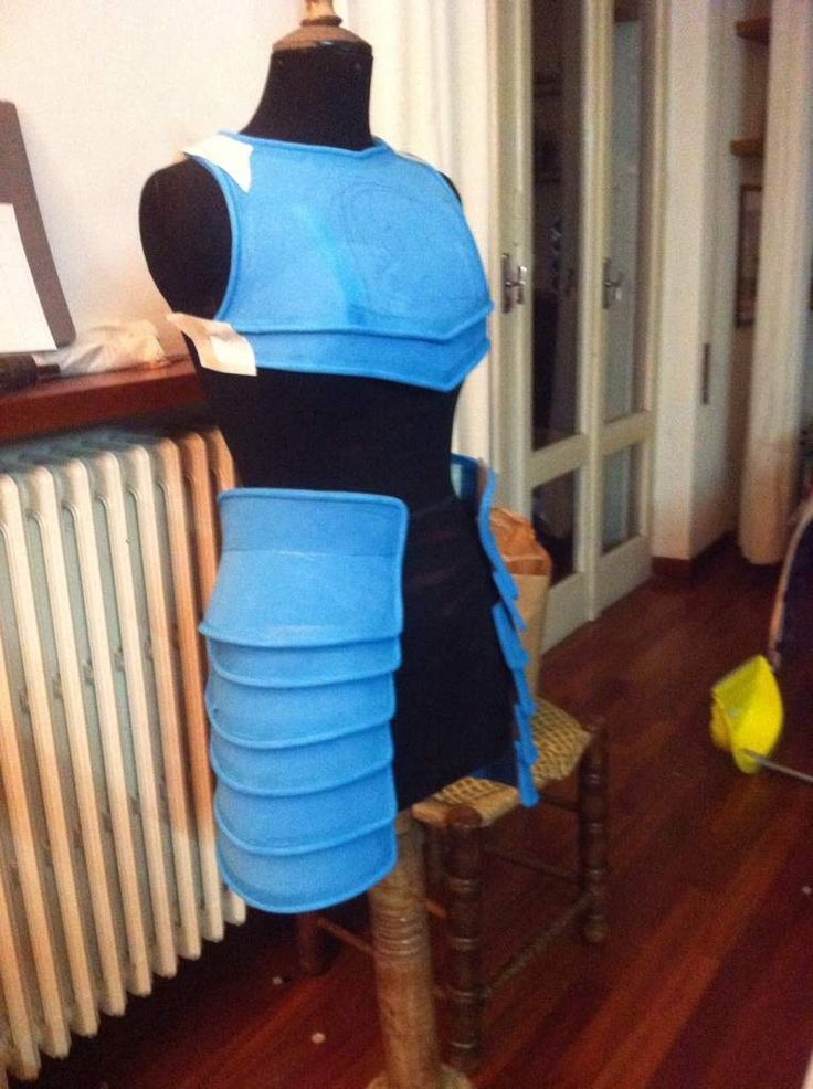 """Grey Warden """"how to"""" in foam but the blue made me think blue plastic barrels. Possible as legal SCA armor in plastic?"""