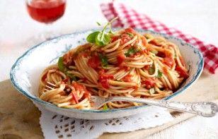 Das Rezept für Spaghetti all'arrabbiata und weitere kostenlose Rezepte auf LECKER.de