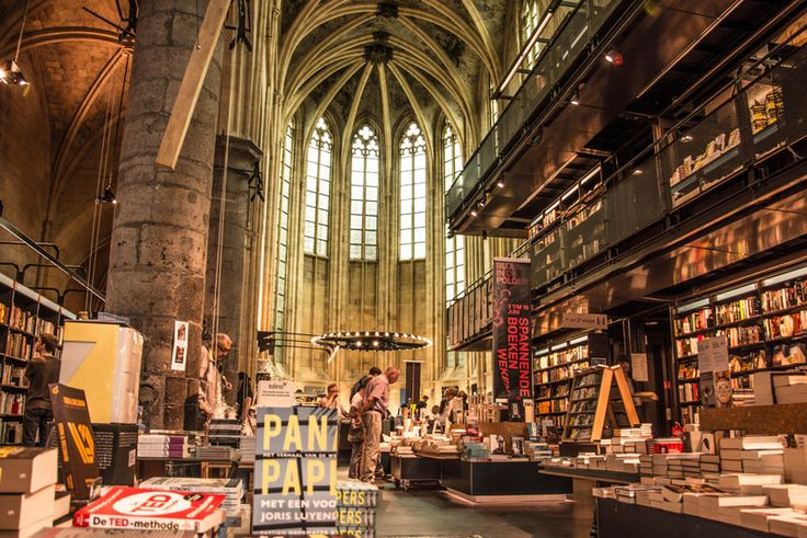 Boekhandel Dominicanen - An Old Cathedral which changed into a modern bookstore