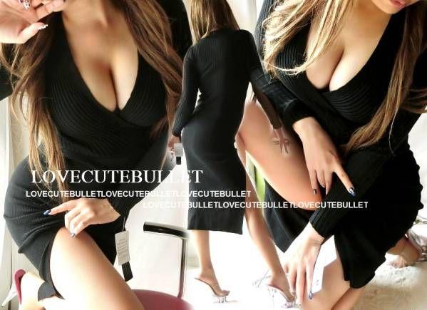 胸Vカシュクールリブ切替sexyスリット ミディアム丈ワンピ(黒) 商品詳細 今期新作!とっても大人sexyな胸Vカシュクール リブ切替スリットミディアム丈ワンピ★★ 胸Vカシュクールカットがとっても魅惑的な 谷間魅せスタイルを演出♪♪b('ー^*) 胸元があくのに抵抗のある方はインナーに ベアやキャミなんかと合わせてもOK☆ 上半身部分は人気のリブニット素材で、 胸下からはハイゲージニットデザインなので 胸元はボリューム感を、ウエストから下は スッ...