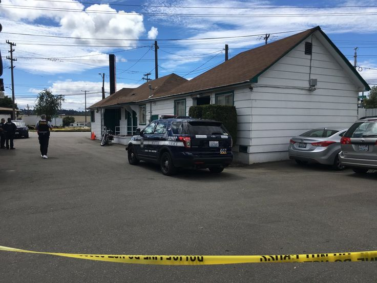 Toddler gets hold of gun, accidentally shoots himself inside Seattle motel room, police say