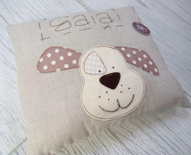 Cuscino in lino con disegno cagnolino e nome ricamato