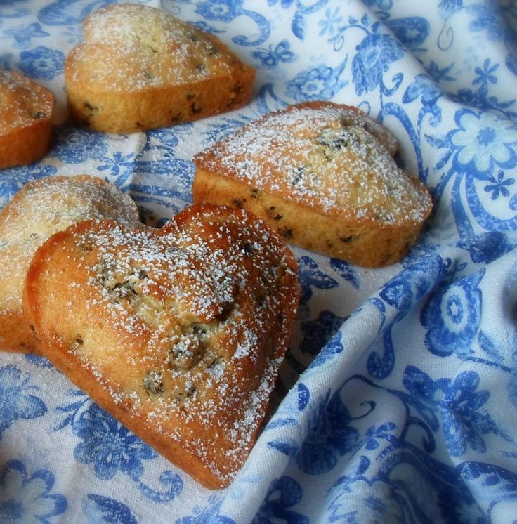 Queen cakes from the english kitchen:  Dating from the 18th century, these cakes have always been baked in small individual tins, either patty pans or individual heart shaped molds.   Sweet and buttery, flavoured with lemon, and stogged full of lovely dried currants