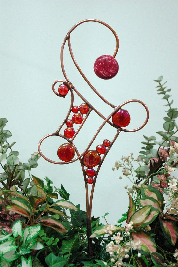 How to make glass yard art - Copper Tubing And Glass Blobs Make An Unusual Garden Stake