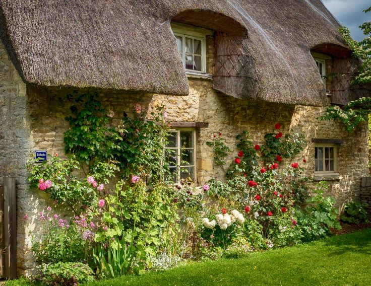 Lovely Old Thatched Cottage In The Village Of Minster Lovell Cotswolds Oxfordshire