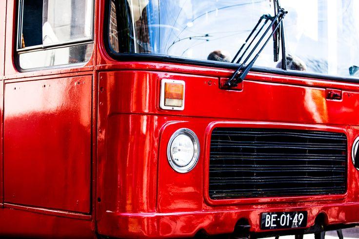 trouwen in Delft   bruidsfotografie   bruidsfotograaf   trouwen   trouwfotograaf   ceremonie Waalse Kerk Delft   Engelse dubbeldekker bus   thebestman