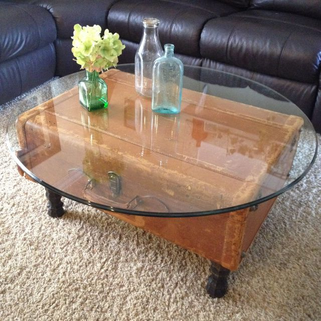 Wow - cool re-do - suitcase with feet and glass top for coffee table DIY Vintage Suitcase Coffee table