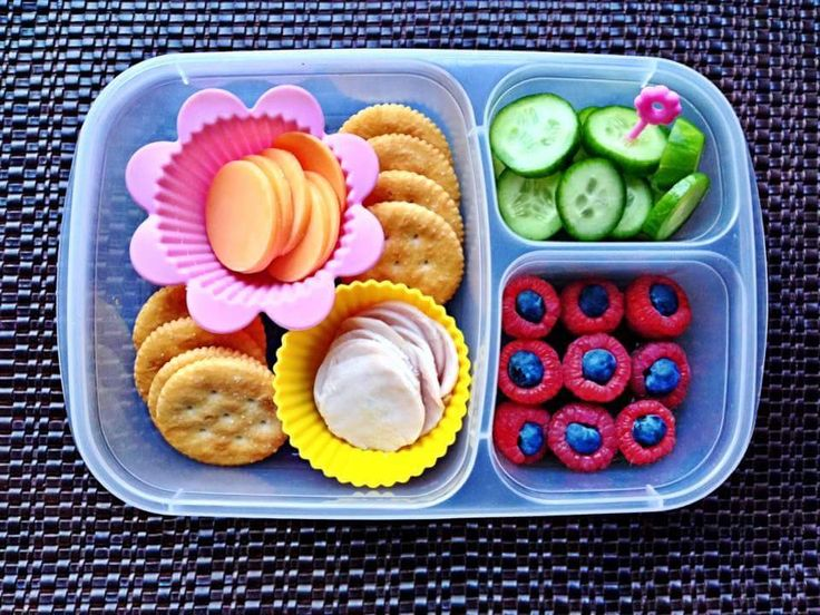 Homemade lunchables are so much cheaper than store bought! Pack it in an @EasyLunchboxes container and you're all set!