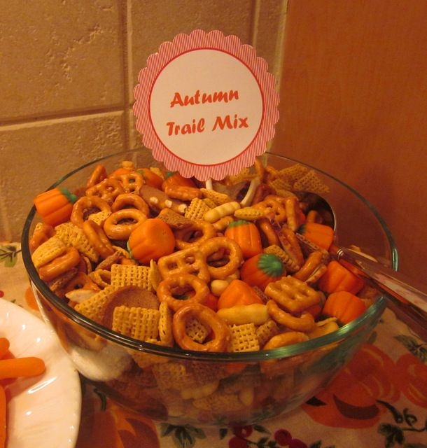 Autumn Trail Mix with candy pumpkins #autumn #treats