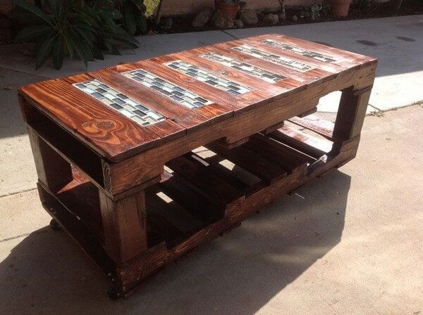 This DIY pallets wood table is created for your ease and comfort in your outdoor space. The attractive texture of the organic wood is giving this art a marvelous appearance. This is equally best to use for serving food on it and also good enough to use it in a kitchen as a kitchen island.
