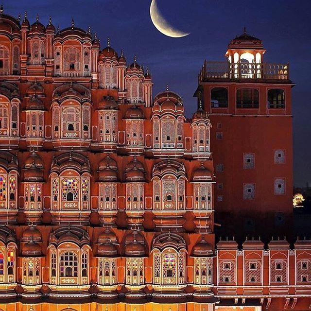 صورة لهوا محل أو قصر الرياح بالهند شيد القصر في القرن الثامن عشر في جايبور عاصمة ولاية راجستان الهندية و يعتبر من India Architecture Jaipur Indian Architecture