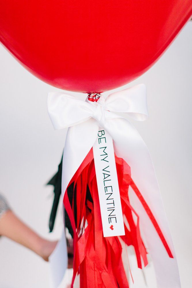 """FREE Printable """"Be My Valentine"""" Tag :: DIY Giant Heart Balloon with Tassels"""