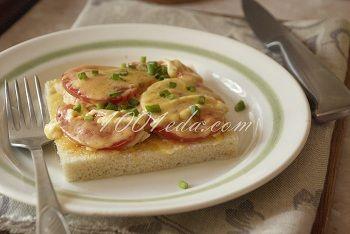 Вкусный горячий бутерброд с курицей