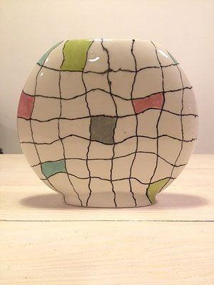 die besten 17 ideen zu bemalte vasen auf pinterest. Black Bedroom Furniture Sets. Home Design Ideas