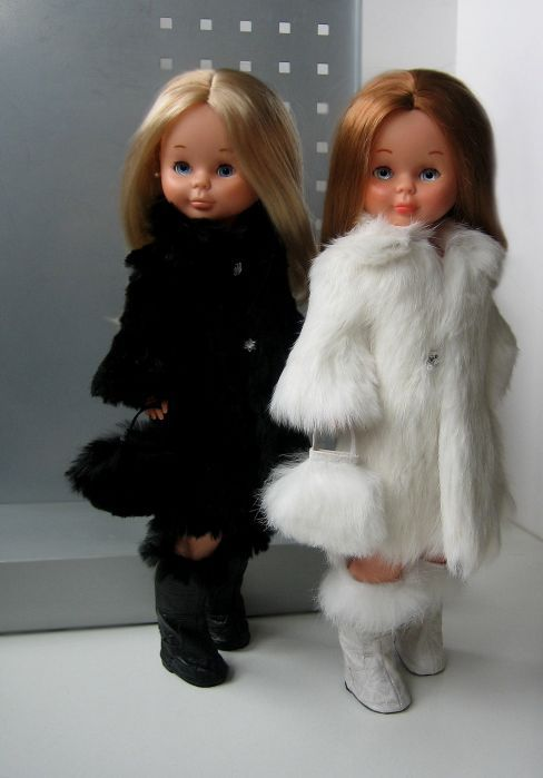 Nancy con abrigo de Alma. Our dad bought one for my sister the blonde, and I received the redhead. I still have them till this days. love them, great childhood memories.