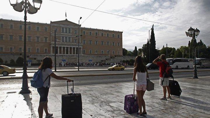 Οι εκδρομείς του Πάσχα εγκαταλείπουν την Αθήνα  Αυξημένη κίνηση σε ΚΤΕΛ τρένα και αεροδρόμια