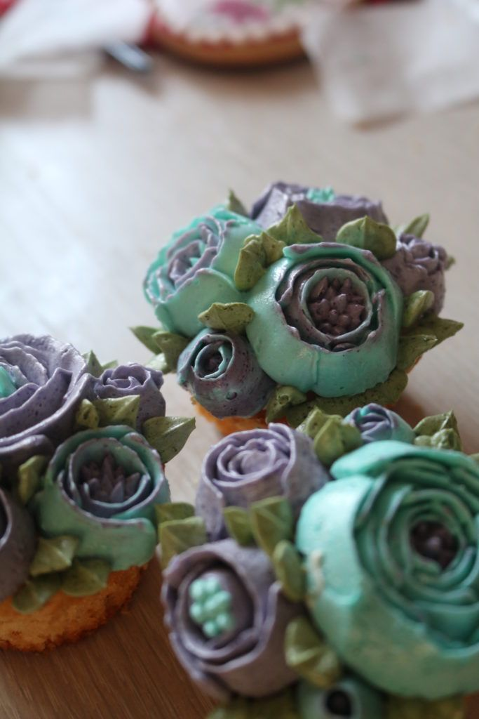 buttercream flowers on cupcakes using Wilton deluxe tip set and Wilton food…