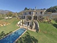 Bring an offer - Urgent seller needs to sell this family home in an outstanding position view stunning views, positioned on 1 acre in prime Upper Constantia