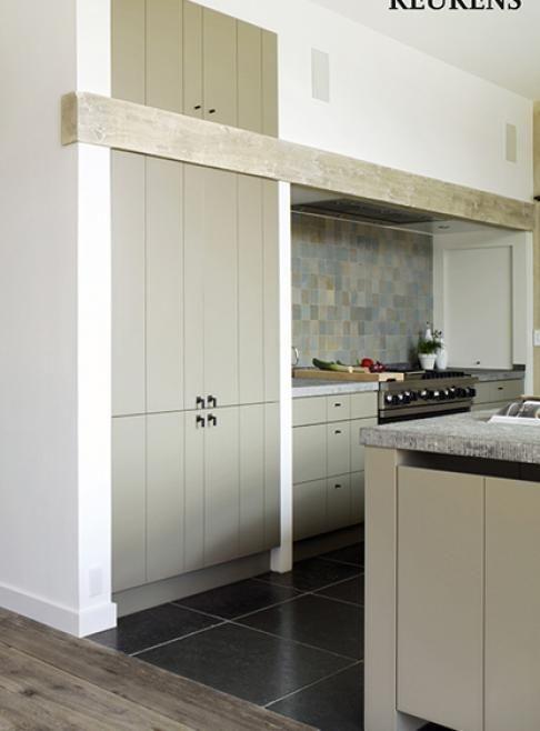 Ook mooi voor de buitenmuur van de keuken: afzuigkap weggewerkt. Gootsteen kan dan in keukeneiland.