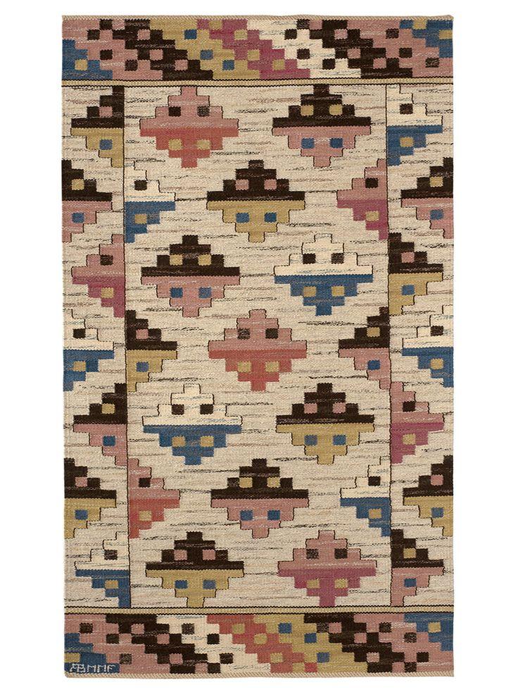 MUNKA LJUNGBY Designed by Märta Måås-Fjetterström in 1933 #MMF #MärtaMååsFjetterström #MartaMaas #Handwoven #Handmade #Flatweave #Rug #Rugs #SwedishCarpets #SwedishDesign