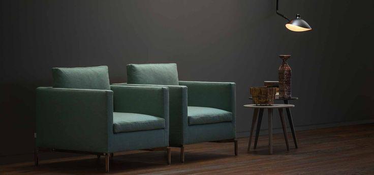 Muebles Pulido. Decoracion e interiorismo. Madrid | Sillones patas metal #sofa #madrid #decoracion #mobiliario #sillones