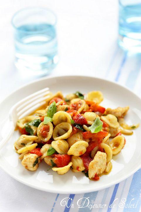 Salade de pâtes poulet et poivrons marinés - Pepper and chicken pasta salad