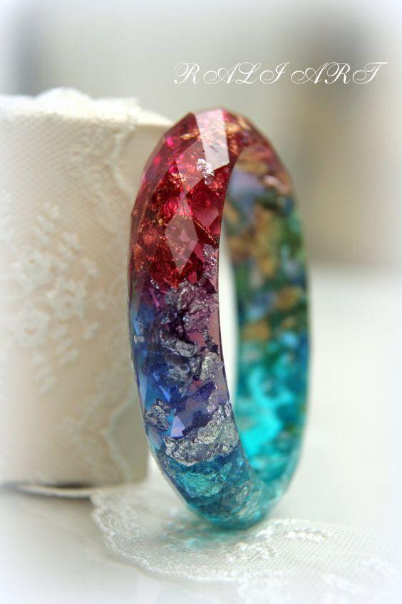 Pulseira arco-íris Pulseira de resina Pulseira facetada Declaração de jóias Boho Bangle Flocos de ouro Resina resina colorida jóias inspiradoras  – Glitter