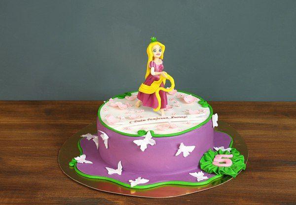 """Детский торт """"Мечты Рапунцель""""  Хотите порадовать свою маленькую леди в ее #деньрождения? Тогда закажите у нас детский торт «Мечты Рапунцель». Юные малышки так хотят быть похожими на предмет своего подражания — восторг ребенка при появлении такого десерта на празднике сложно даже представить. Все лучшее только для вас!  С радостью изготовим, а если пожелаете то и доставим, #тортнадетскийпраздник от 2-х кг всего за 1950₽/кг. #фигурканаторт рапунцель всего 500₽ 😄 Все #фигуркиизмастики…"""