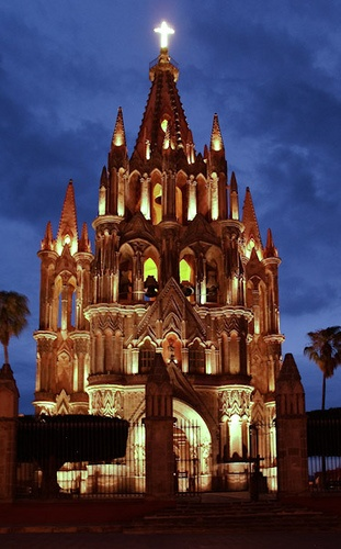 La Parroquia de San Miguel Arcángel: the original Parish Church was built in the late 17th century in the conventional and modest Franciscan style of the time ~ San Miguel de Allende, Mexico