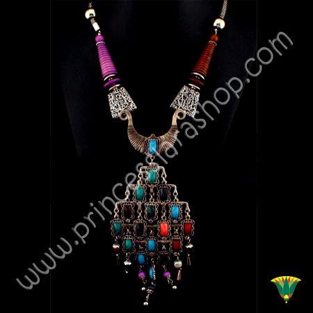 Collar realizado en metal (aliación de zinc) con incrustaciones de piezas de colores.  Tamaño Aprox.: 240x150mm http://www.princesslarashop.com/tienda.php?dir=90#