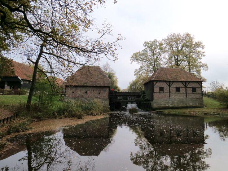 2015-11-08 De Oostendorper watermolen nabij Haaksbergen in herfsttooi