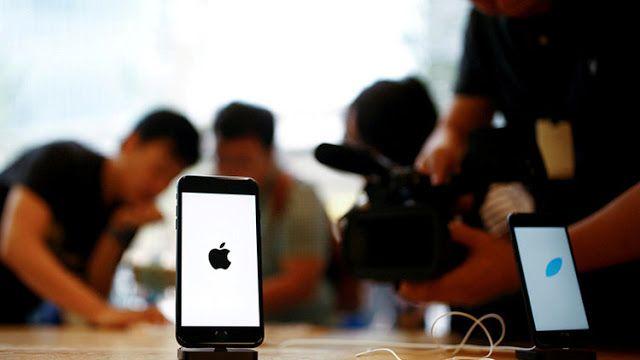 Imitando a la competencia? El iPhone 8 será más grande y similar al Galaxy Edge   Se espera que el lanzamiento de la nueva generación de teléfonos inteligentes de Apple se lleve a cabo en el 2017.   Appleaumentará el tamaño de la pantalla en los dos modelos del iPhone 8 cuyo lanzamiento se prevé tenga lugar el próximo año informa el portal MacRumorscitando fuentes de la cadena de suministradores asiáticos del gigante tecnológico.  Según analistas de Barclays Reserch el modelo de 47 pulgadas…