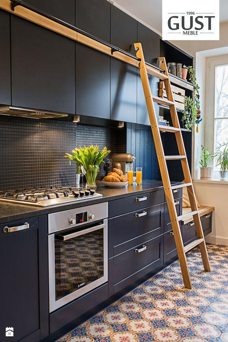 Mieszkanie na Górnym Mokotowie - Kuchnia, styl eklektyczny - zdjęcie od GUST MEBLE black kitchen | inspiration | modern | minimalism | patchwork | luxury | home design