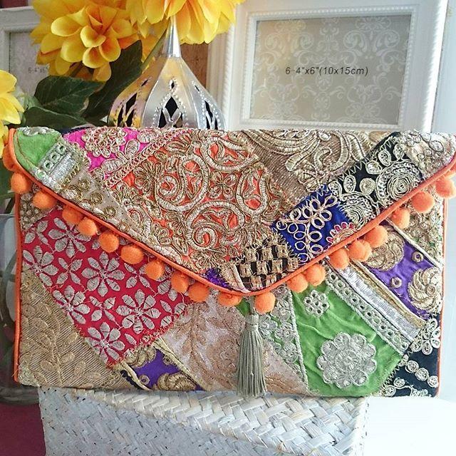 #mulpix Espectacular clutch exclusivo de nuestra firma con madroños y borla, esta todo bordado,  tanto por delante como por detrás, su colorido es divino, lleva cinta larga para colgar al hombro  Medida 30x20 ideal para bodas,.comuniones......por su colorido combina con todo. Más fotos y modelos por direc o Wp627990399   #clutchbag  #clutch  #cartera  #bolsos  #bolsosartesanos  #bolsosbodas  #bolsosbordados  #instagram  #glamour  #luxury  #luxe  #bodas  #ideas  #tendecia  #temporada  #New…