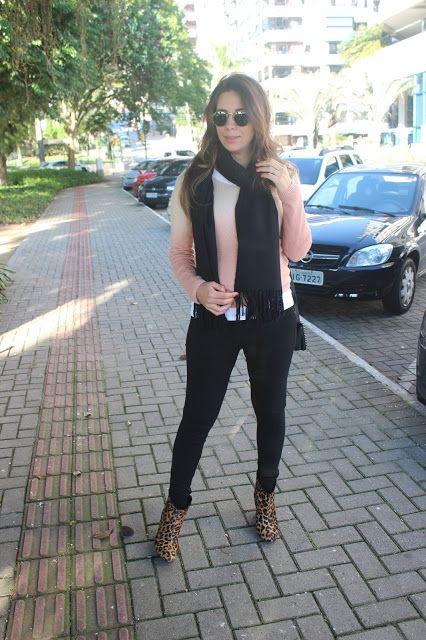 Nanda Pezzi - Look do dia grávida: Manta + bota de oncinha - 26 semanas