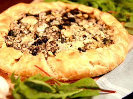 Paj med mangold, pinjenötter och ädelost | Recept från Köket.se