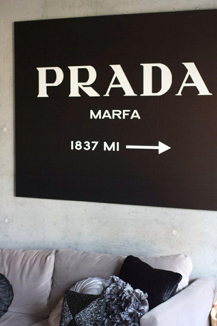 Sortir du cadre * Outside the framework Prada Marfa