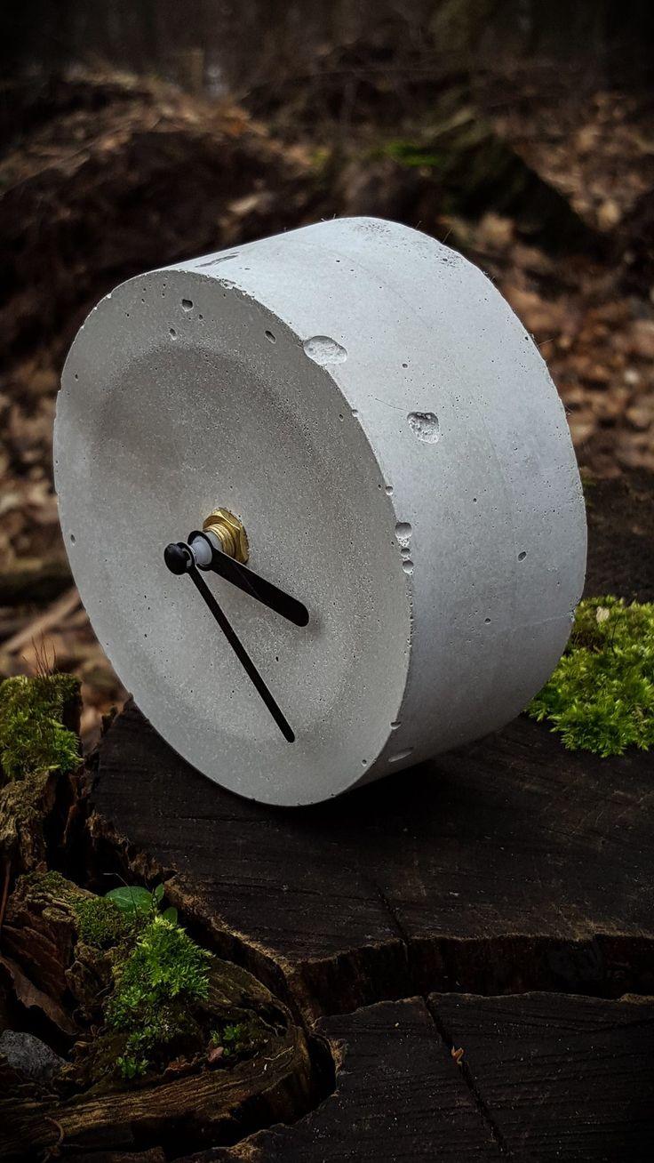 round clock by &concrete