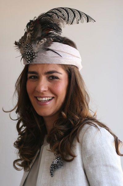 #Cherubina #tocados  #invitadas #boda #wedding #headpiece #pamela #hat - banda plumas