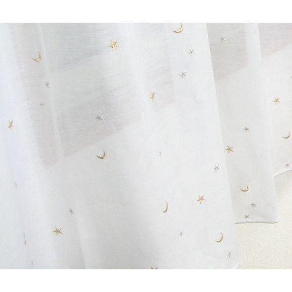 レースカーテン キッズ 子ども 子供部屋/星と月の刺繍/ゴールド、シルバー/ウォッシャブル/北欧【RH-412】■商品サイズ巾100cm×丈133cm[2枚組]巾150cm×丈176cm・198cm[1枚入](巾150cmサイズは、継ぎ目が入ります)■仕様:2ツ山タック 1.5倍ヒダ仕様 裾ウエイトテープ巻ロック加工仕上げ(100cm巾の仕上がり寸法に対して、150cm巾の生地を使用して、ドレープを作っています)。実際の生地は無料サンプルでお確かめください。■カラー:ホワイト(シルバー・ゴールド刺繍)■付属品:アジャスターフック Aタイプ■素材:ポリエステル100%。■摘要:国内縫製のカーテンです。ご注文後10日後の出荷となります。