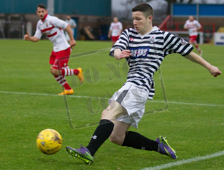 Queen's Park's Conor McVey gets a cross in during the SPFL League Two game between Stirling Albion and Queen's Park.