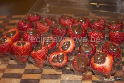 Recipes We Love: Inside Out Chocolate Strawberries http://glamorousrecipes.com/