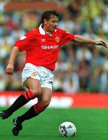 Andrei Kanchelskis on the ball for MUFC. What a amazing player he was.